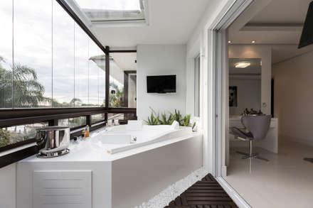 Spa de estilo minimalista por Kali Arquitetura