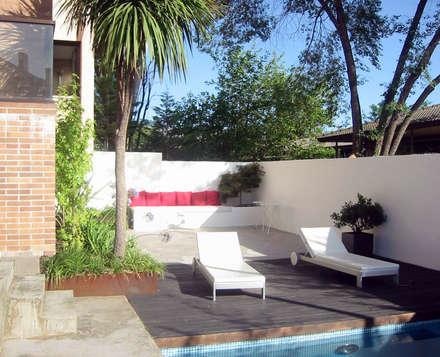 Jardín Contemporáneo: Jardines de estilo moderno de TERESA JARA - ESTUDIO DE PAISAJISMO