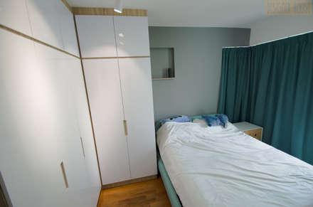 Punggol Waterway Brooks BTO: minimalistic Bedroom by Designer House
