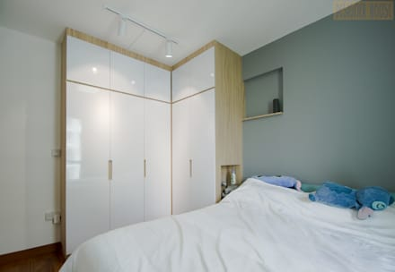 Punggol Waterway Brooks BTO: minimalistic Bedroom by Designer House