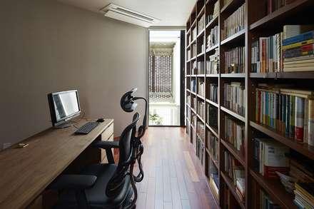 Om-house: Ikuyo Nakama Architect Design Officeが手掛けた書斎です。