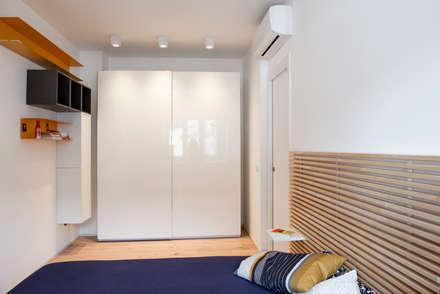 LA CAMERA DA LETTO: Camera da letto in stile in stile Moderno di Archenjoy - Studio di Architettura -