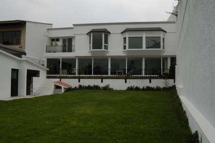 Casa Tecamachalco: modern Houses by Diseño Alternativo Hera