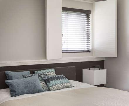 metamorfose voor moderne villa: moderne Slaapkamer door choc studio interieur