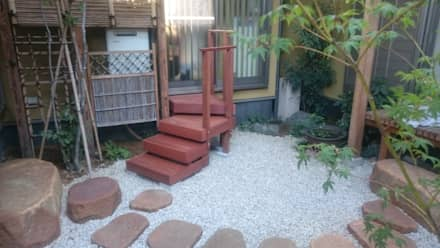 中庭の階段: 合同会社 サイプレスMiyabyが手掛けた庭です。