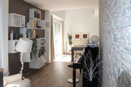 espace piano: Salle multimédia de style  par Agence ADI-HOME