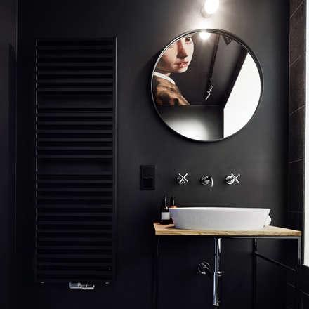 Daniel Apartment : minimalistic Bathroom by BLACKHAUS