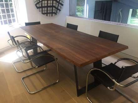 Proyecto El Rosal.: Comedores de estilo moderno por THE muebles