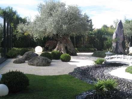 Jardín Sostenible: Jardines de estilo ecléctico de TERESA JARA - ESTUDIO DE PAISAJISMO