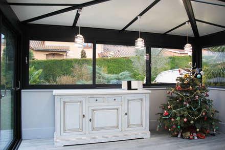 Extension et rénovation d'une maison à Saint Cyr: Jardin d'hiver de style  par Koya Architecture Intérieure