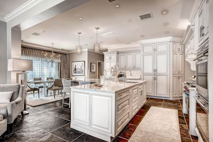 Polo Club Residence and Kitchen : classic Kitchen by Studio Design LLC