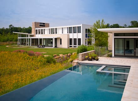 Catch & Release: modern Pool by Cunningham | Quill Architects