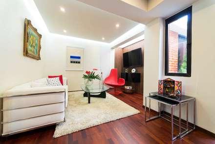 Apartamento 8E: Salas / recibidores de estilo moderno por Objetos DAC