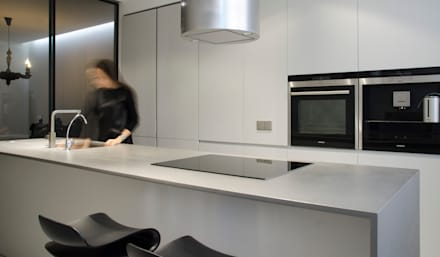 MONOCHROME: minimalistic Kitchen by LINE architects