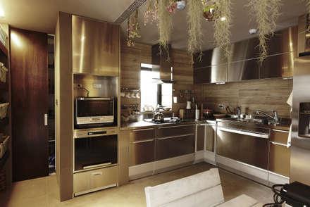 asian Kitchen by 戎馬整合設計