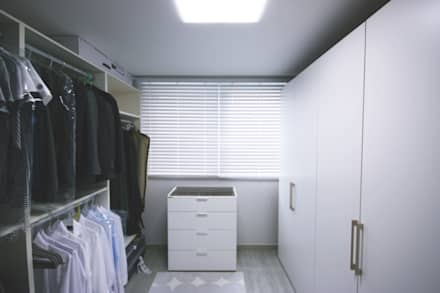 [홈라떼] 경기도 광주 신혼부부의 15평 전세집 홈스타일링: homelatte의  드레스 룸