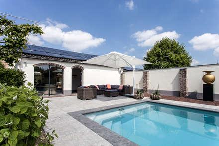 Ontwerp wellnessruimte en aangrenzende tuin: modern Zwembad door Bob Romijnders Architectuur & Interieur