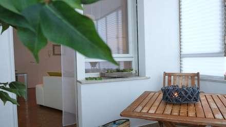 Restyling e Home Staging di un mini appartamento : Terrazza in stile  di homeSbattistella