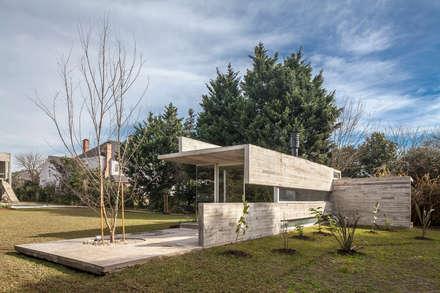 Pabellón Casa Torcuato: Jardines de estilo moderno por Besonías Almeida arquitectos