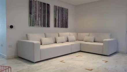 Área de living, La Lagunita.: Salas / recibidores de estilo moderno por THE muebles