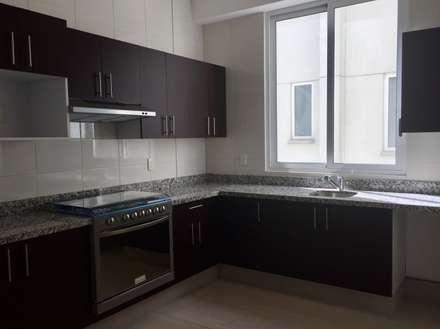 Departamento : Cocinas de estilo moderno por Alejandra Zavala P.