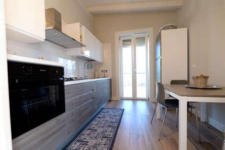 casa Mast: Cucina in stile in stile Mediterraneo di yesHome
