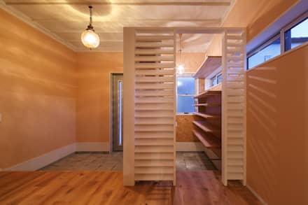 HOUSE-04(renovation): dwarfが手掛けた玄関・廊下・階段です。