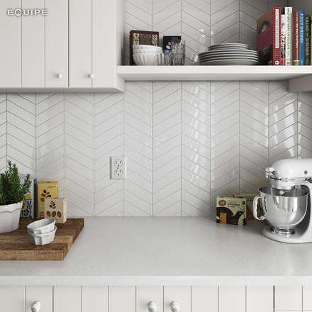 Chevron White 18,6x5,2: Cocinas de estilo escandinavo de Equipe Ceramicas
