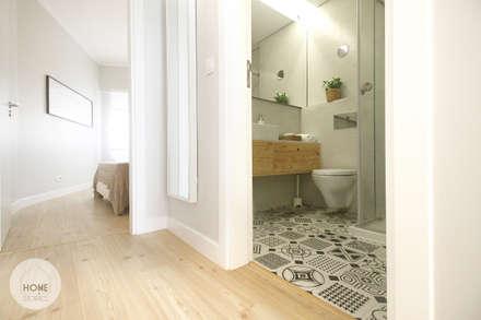 Apartamento da Alegria: Corredores, halls e escadas escandinavos por Homestories