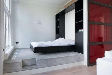 slaapkamer op podium: industriële Slaapkamer door IJzersterk interieurontwerp