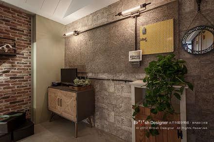 新東方混搭工業宅~:  牆壁與地板 by 大不列顛空間感室內裝修設計
