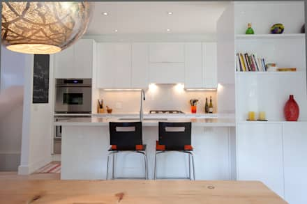 BOWDEN RESIDENCE: scandinavian Kitchen by Post Architecture