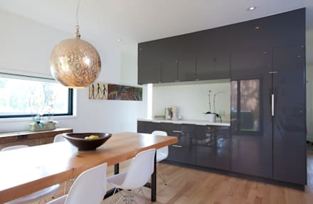 BOWDEN RESIDENCE: scandinavian Dining room by Post Architecture