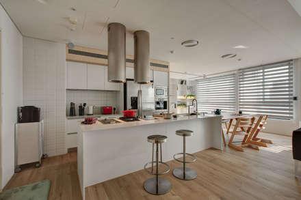 House M:  廚房 by 六相設計 Phase6