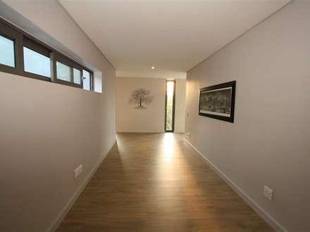 Study: minimalistic Media room by E2 Architects