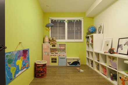 HWH house:  嬰兒/兒童房 by 珞石設計 LoqStudio