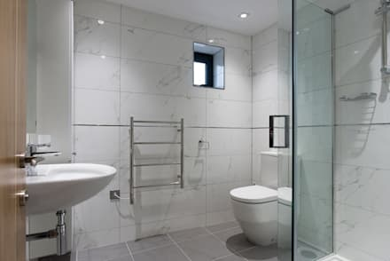 New House,  Clifton, Bristol: modern Bathroom by Richard Pedlar Architects