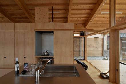 ヒュッテナナナ: 丸山晴之建築事務所が手掛けた書斎です。
