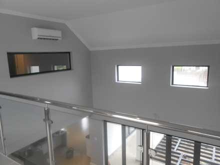 House Jordaan:  Corridor & hallway by Lifestyle Architecture