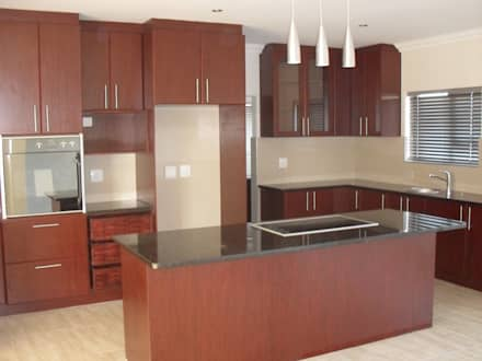 HOUSE SIBIYA: modern Kitchen by Lifestyle Architecture