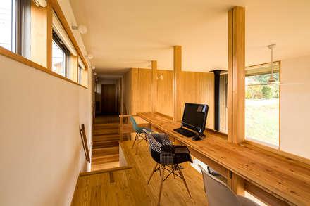 喜連川・桜ヶ丘の家: 中山大輔建築設計事務所/Nakayama Architectsが手掛けた書斎です。
