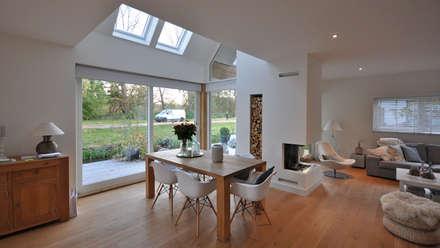 Eigentijdse woning Den-Haag: moderne Eetkamer door Bongers Architecten