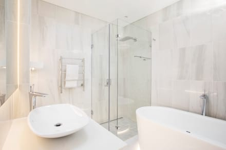 ULTRA MODERN RESIDENCE: modern Bathroom by FRANCOIS MARAIS ARCHITECTS