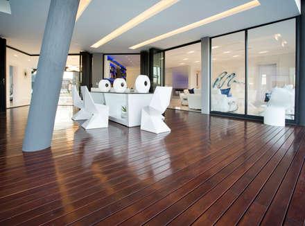 ULTRA MODERN RESIDENCE:  Patios by FRANCOIS MARAIS ARCHITECTS