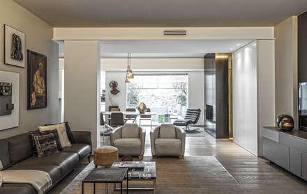 Contemporaneo: Soggiorno in stile in stile Moderno di BRANDO concept