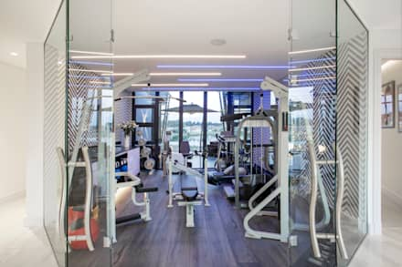 ULTRA MODERN RESIDENCE: modern Gym by FRANCOIS MARAIS ARCHITECTS