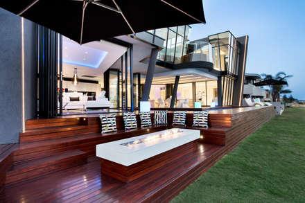 ULTRA MODERN RESIDENCE:  Terrace by FRANCOIS MARAIS ARCHITECTS