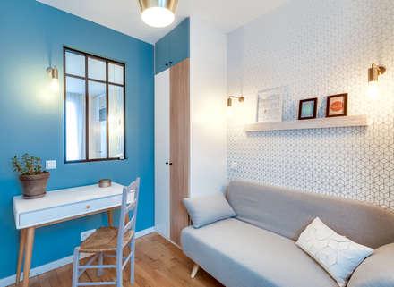 Chambre d'amis-Bureau: Chambre de style de style Scandinave par LD&CO.Paris 'La Demoiselle et la Caisse à Outils'
