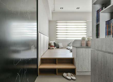 光度與空間:  嬰兒/兒童房 by 皇室空間室內設計