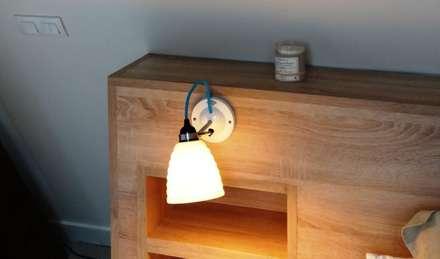 Zoom sur la tête de lit et son applique: Chambre de style de style Moderne par (pH)²